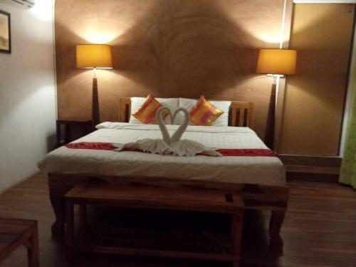 A bed or beds in a room at Baan B&B Sukhothai