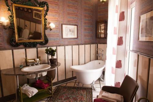A bathroom at B&B Palazzo Melluso