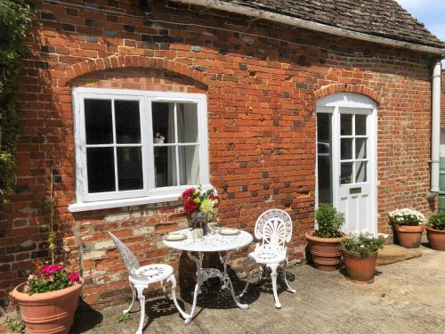 Charming Cottage in Oxfordshire Village