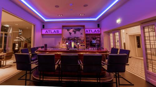 The lounge or bar area at Atlas Hotel