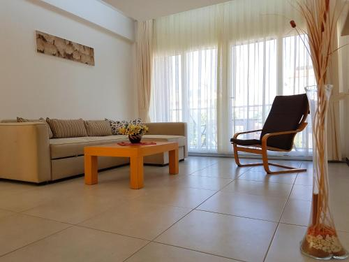 A seating area at Odyssey Residence Apartments