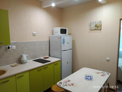 Кухня или мини-кухня в Apartment in Dzhemete