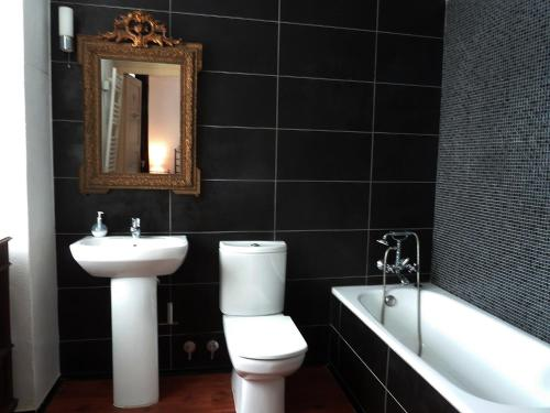 A bathroom at Maison Bergoun