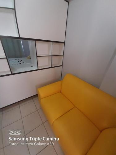Uma área de estar em Flats Service Bueno