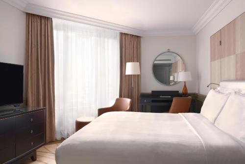 A bed or beds in a room at Paris Marriott Champs Elysees Hotel