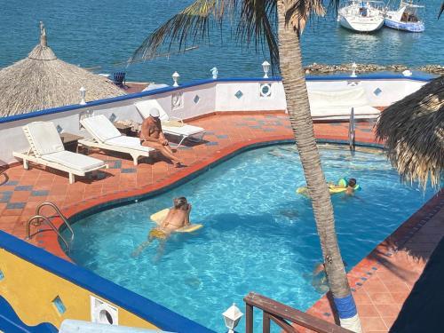 Uma vista da piscina em Limestone holiday resort Curacao ou nos arredores