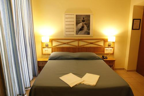 A bed or beds in a room at Hotel Villa Giulia