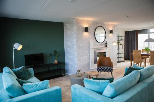 A seating area at Paal 8 Hotel aan Zee