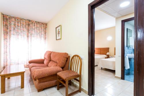 A seating area at Apartamentos Resitur