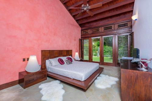 A bed or beds in a room at Unique Villa with Ocean and River Views - Staff & Golf Carts