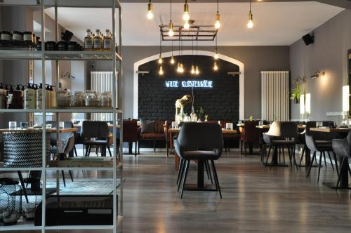 A restaurant or other place to eat at Klosterhotel Neuzelle
