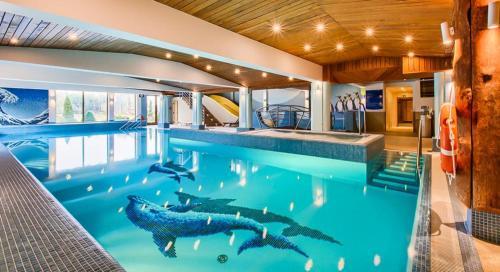 Бассейн в Hotel Ossa Conference & Spa или поблизости