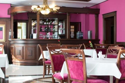 A restaurant or other place to eat at Dworek Magnat