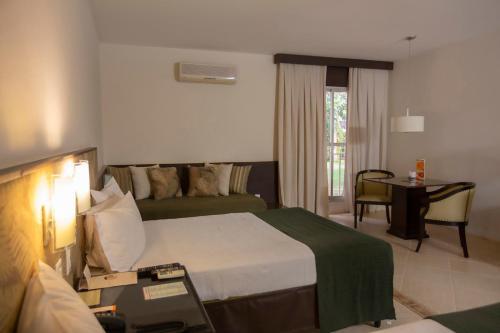 Cama ou camas em um quarto em Royal Tulip JP Ribeirão Preto