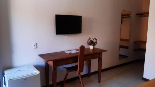 A television and/or entertainment center at Palmier Hotel & Convenções