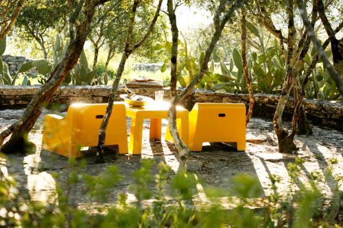 A área de jogos para crianças em Villa Pedra Natural Houses