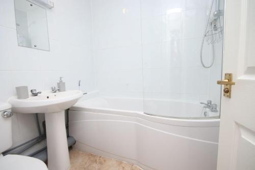 37B Medmerry Park 2 Bedroom Chalet