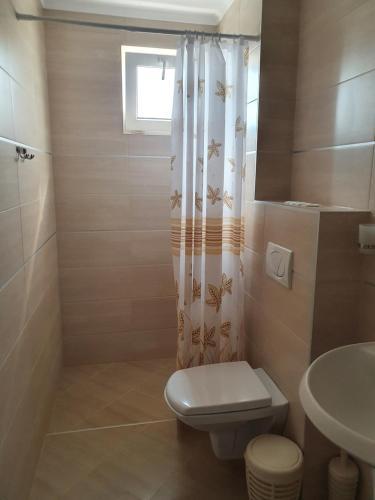A bathroom at Family Hotel Maritime