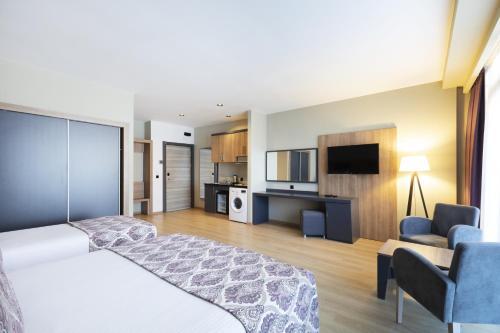 Телевизор и/или развлекательный центр в Euphoria Apartments & Residence