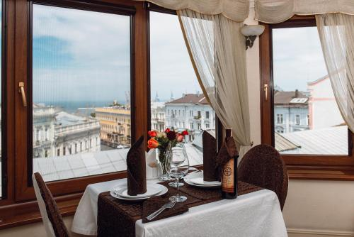 A restaurant or other place to eat at Ekaterina II Hotel