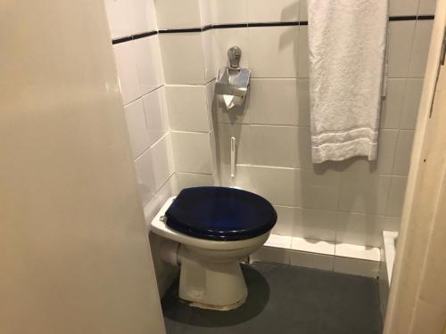 A bathroom at Hôtel Savoy