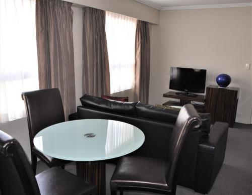 A seating area at Accommodation Sydney 38 Harbour Street Sydney