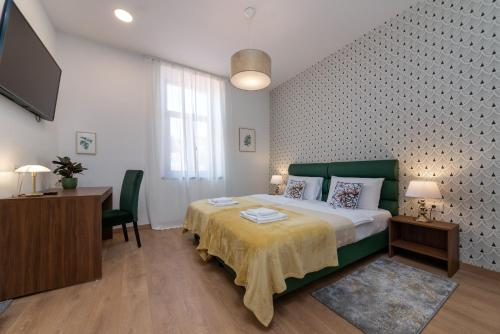 A bed or beds in a room at Aurora Rooms