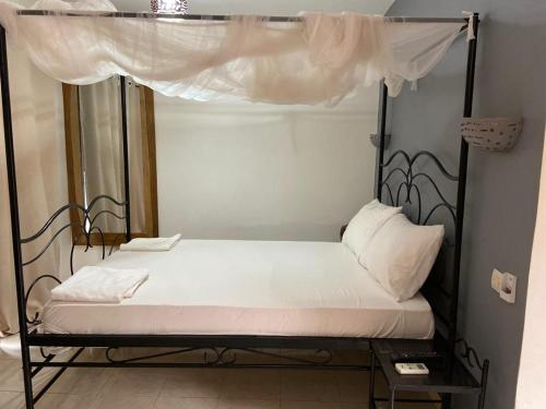 A bed or beds in a room at Hotel le Trarza