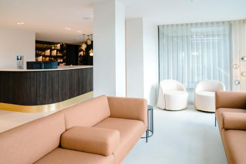 A seating area at Hotel du Bassin