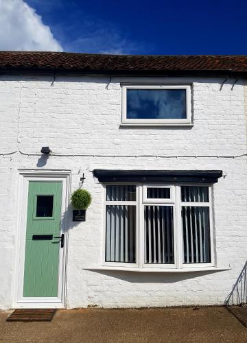 Ladybird Cottage, Dog Friendly, Yorkshire Wolds - Countryside and Coast