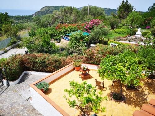 A view of the pool at Country B&B Palinuro or nearby