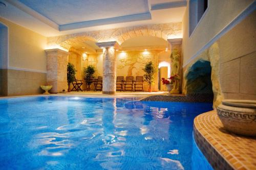 The swimming pool at or near Pałac Margot Nature&SPA