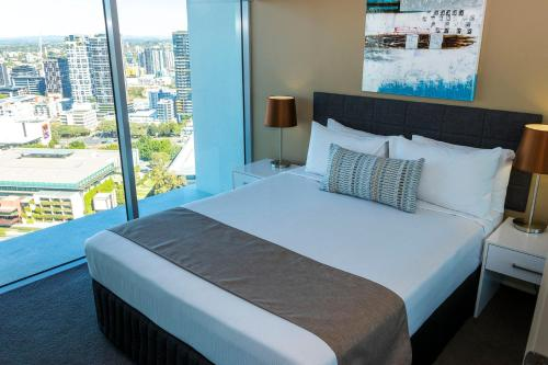 A bed or beds in a room at Evolution Apartments