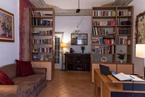 Biblioteca en el hostal o pensión