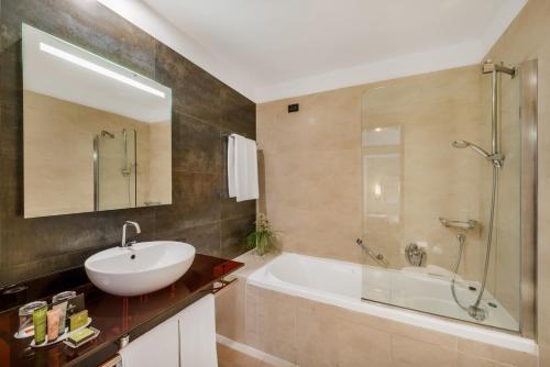 Ванная комната в Hotel Parlament