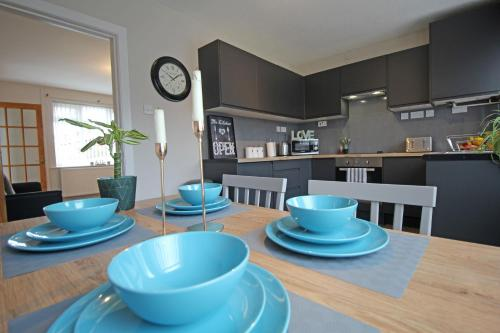 Prenton Place by Copper House - 3 Bedroom Home with Parking - Chester City Centre - Sleeps 8