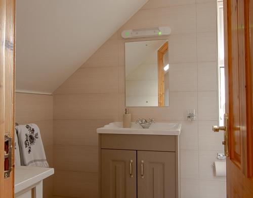 A bathroom at Lis-Ardagh Lodge