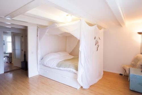 A bed or beds in a room at Relaxing Centre Canal View Apartment