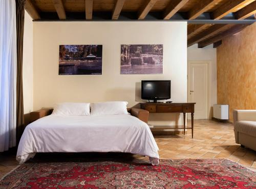 A bed or beds in a room at Parco Termale di Villa Dei Cedri