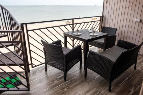A balcony or terrace at SeaZon Apartments