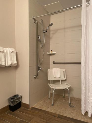 Ein Badezimmer in der Unterkunft Wingate by Wyndham Calgary Airport
