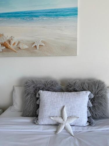 A bed or beds in a room at Central Ocean View Studio 27a