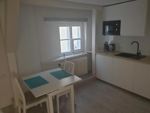 Kuchyň nebo kuchyňský kout v ubytování Apartament Świętojańska