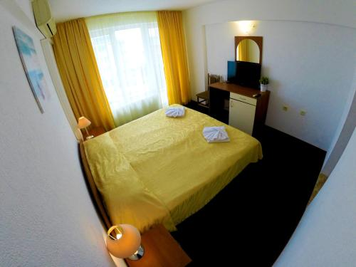 A bed or beds in a room at Hotel Lotos