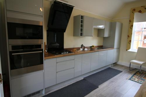 A kitchen or kitchenette at Prince Hill House