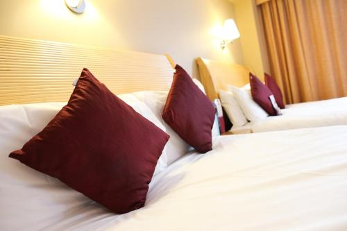 A bed or beds in a room at Crowne Plaza Manchester Airport