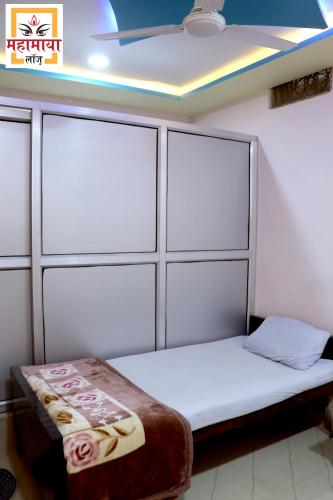 A bed or beds in a room at MAHAMAYA LODGE
