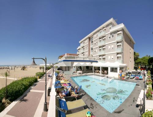 Výhled na bazén z ubytování Hotel Danieli nebo okolí
