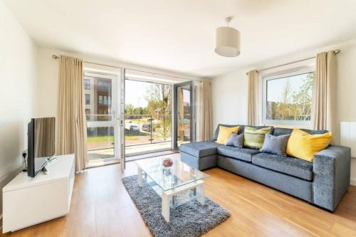 Two Bedrooms, Two Bathrooms in Milton Keynes - Perfect for Contractors and NHS workers