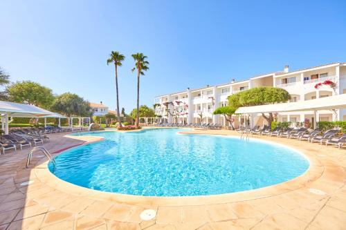 Het zwembad bij of vlak bij Prinsotel La Caleta